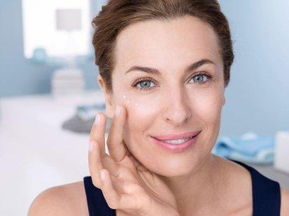 Антивозрастной уход за кожей лица: когда и как необходимо начать, список рекомендованных средств против морщин